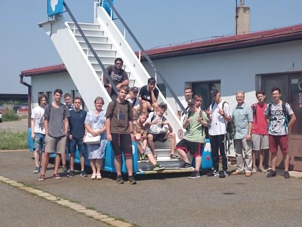 Žáci ISE1 a IT2 zamávali školnímu roku a odletěli na prázdniny